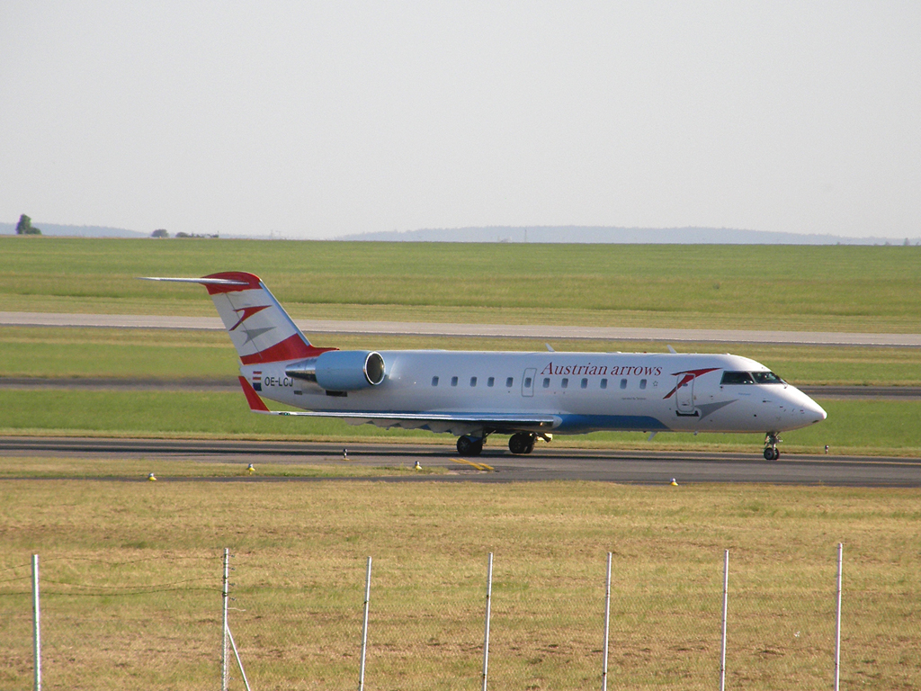 CRJ-200LR Austrian Arrows (Tyrolean Airways) OE-LCJ Prague_Ruzyne (PRG/LKPR) August_20_2009