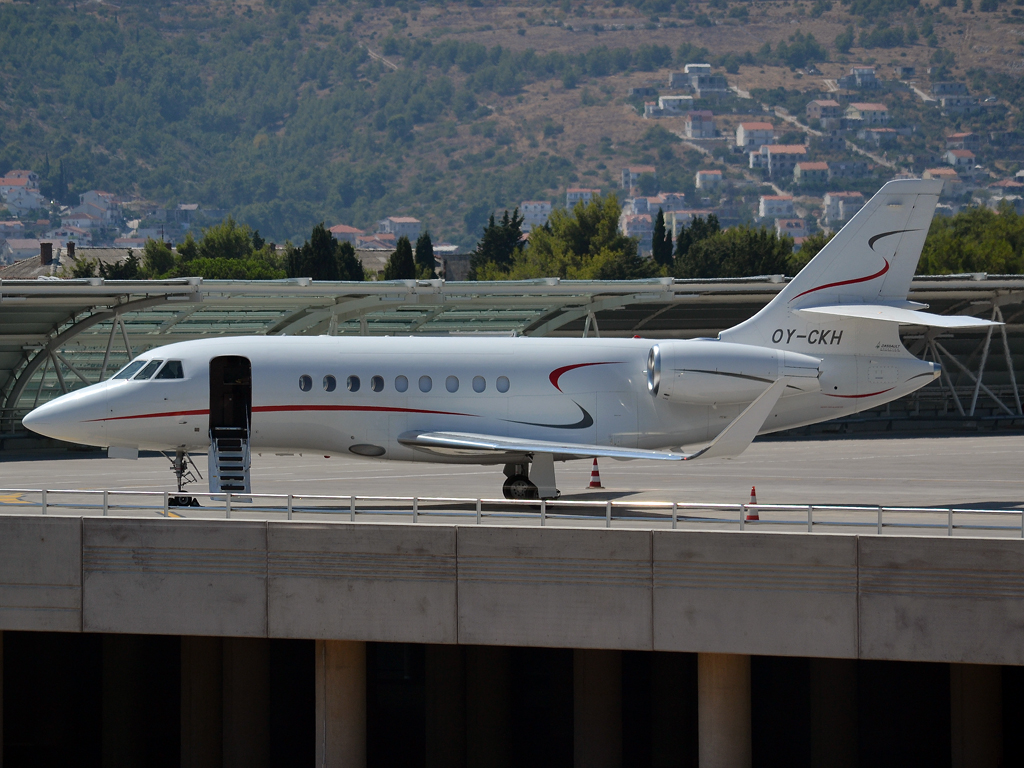 Dassault Falcon 2000LX Private OY-CKH Split_Resnik (SPU/LDSP) August_15_2012
