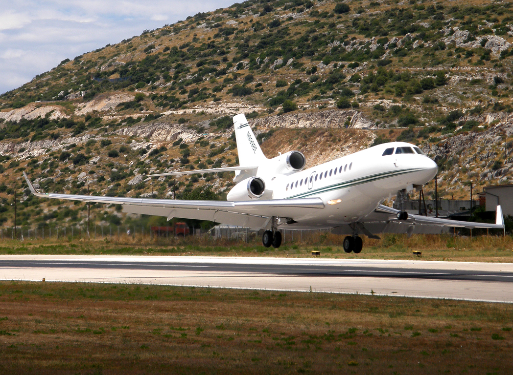 Dassault Falcon 7X Formula 1 Flight Operations) N999BE Split_Resnik (SPU/LDSP) August_7_2010