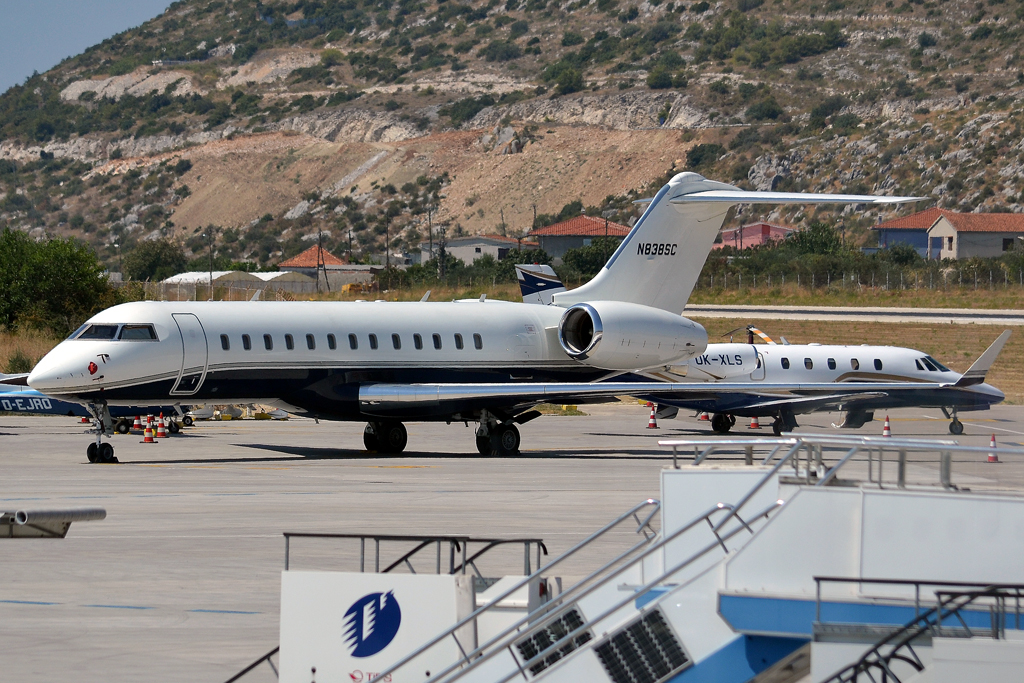 Bombardier BD-700-1A10 Global Express Private N838SC Split_Resnik (SPU/LDSP) August_15_2012