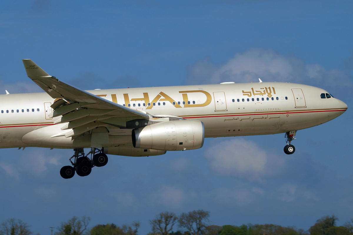 A330-243 Etihad Airways A6-EYJ Dublin_Collinstown April_14_2009