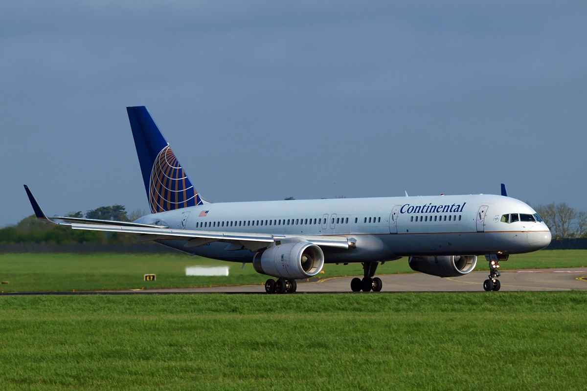 B757-224 Continental Airlines N12125 Dublin_Collinstown April_18_2009