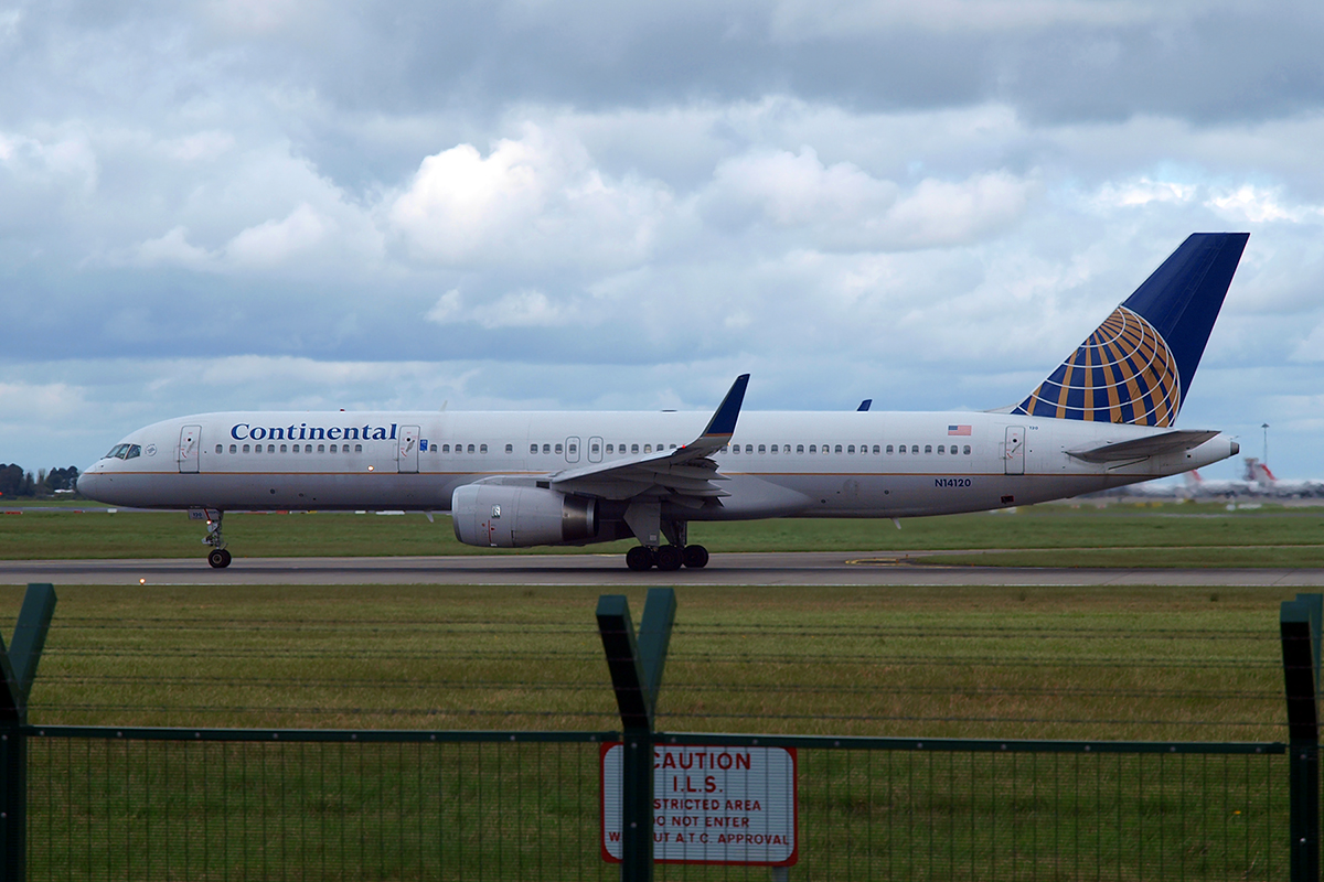 B757-224 Continental Airlines N14120 Dublin_Collinstown April_7_2009