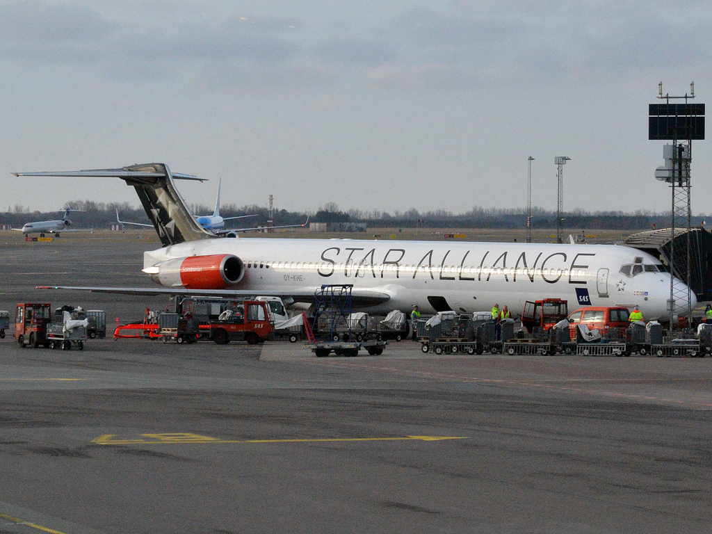 MD-82 (DC-9-82) SAS Scandinavian Airlines OY-KHE Copenhagen_Kastrup (CPH/EKCH) March_05_2012