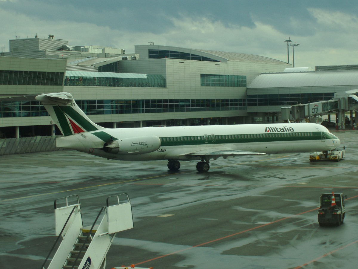 MD-82 (DC-9-82) Alitalia I-DANV Prague_Ruzyne July_26_2007