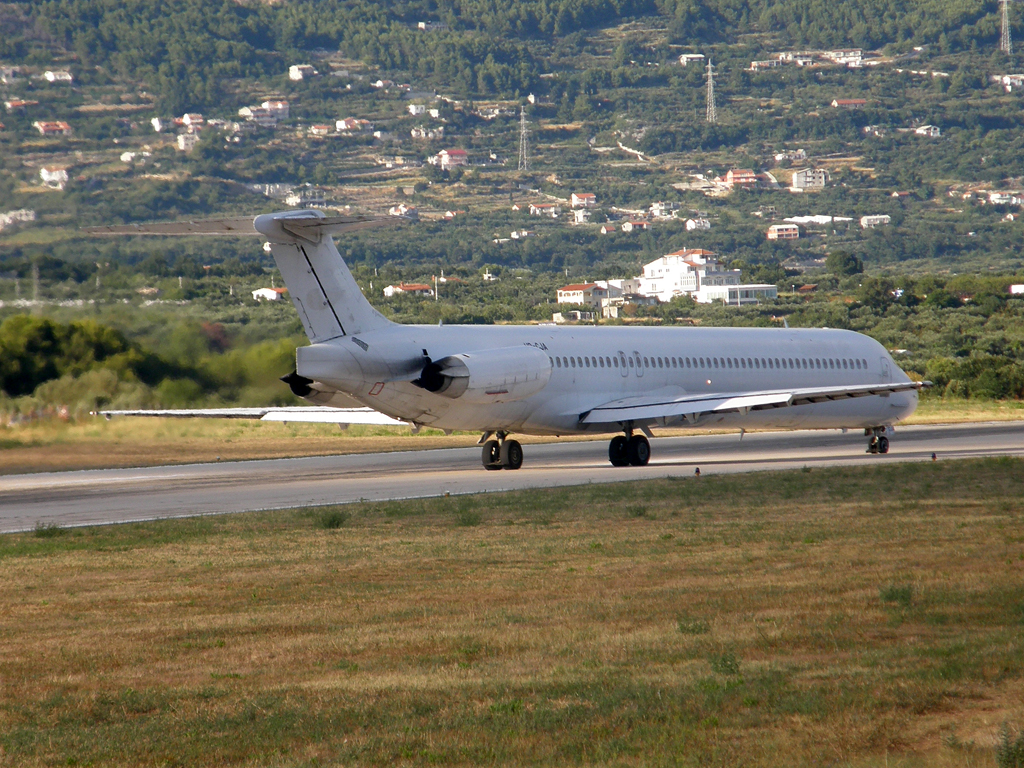 MD-82 (DC-9-82) Bukovyna Aviation UR-CJA Split_Resnik August_7_2010