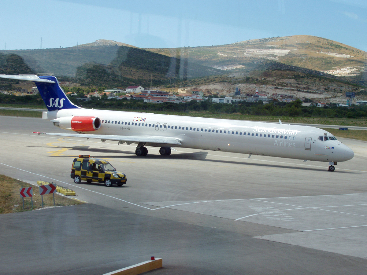 MD-81 (DC-9-81) SAS Scandinavian Airlines OY-KHN Split_Resnik August_8_2006