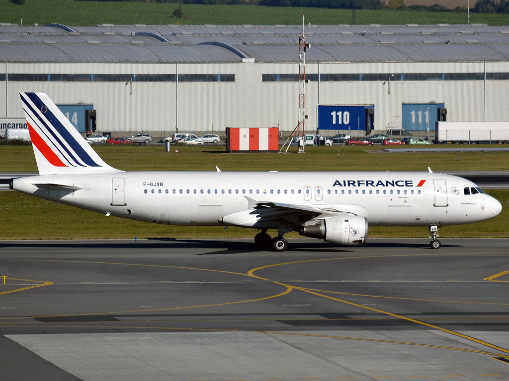 A320-211 Air France F-GJVB Prague_Ruzyne (PRG/LKPR) October_2_2011