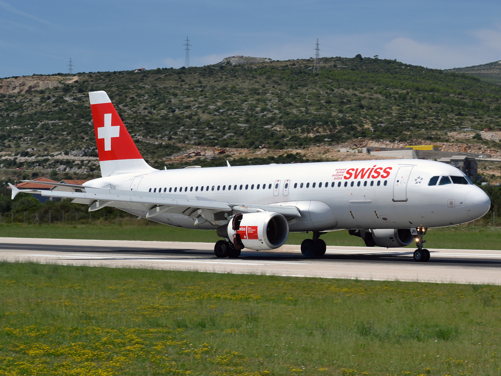 A320-214 Swiss International Air Lines HB-IJR Split_Resnik (SPU/LDSP) August_6_2011