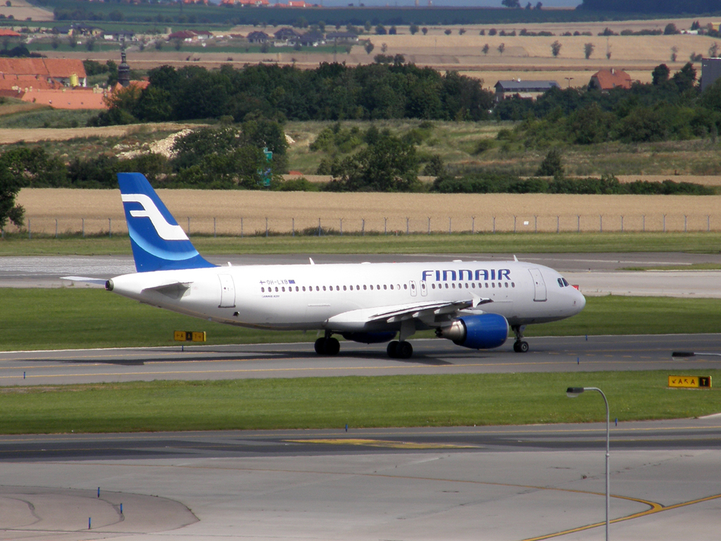 A320-214 Finnair OH-LXB Prague_Ruzyne July_25_2009