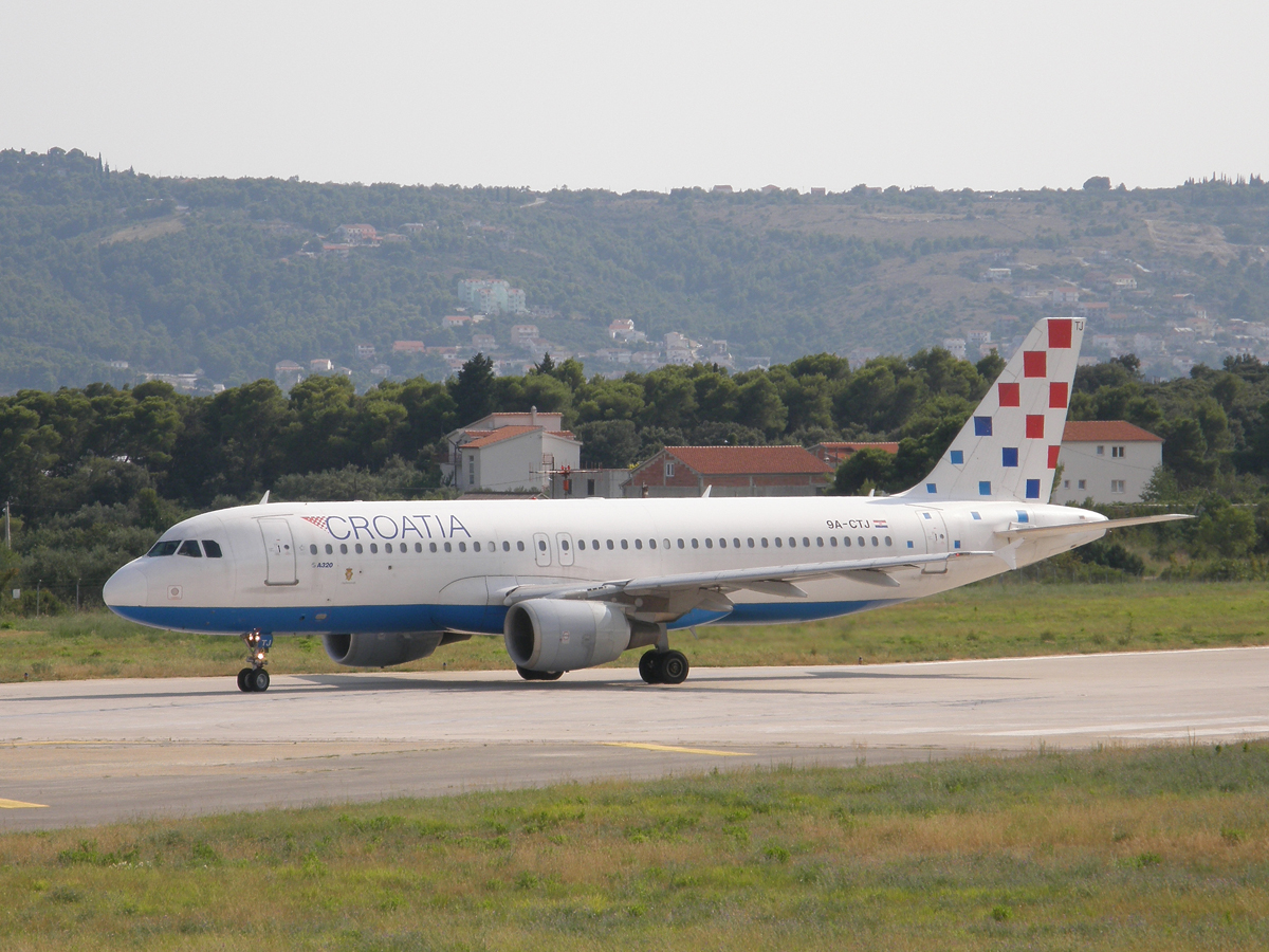 A320-214 Croatia Airlines 9A-CTJ Split_Resnik (SPU/LDSP) August_08_2009