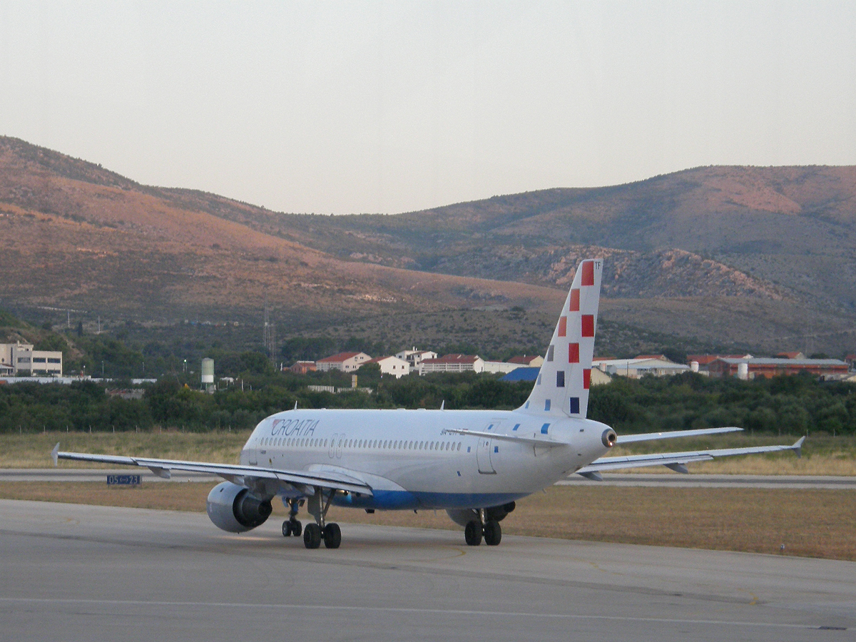 A320-212 Croatia Airlines 9A-CTF Split_Resnik (SPU/LDSP) August_18_2009