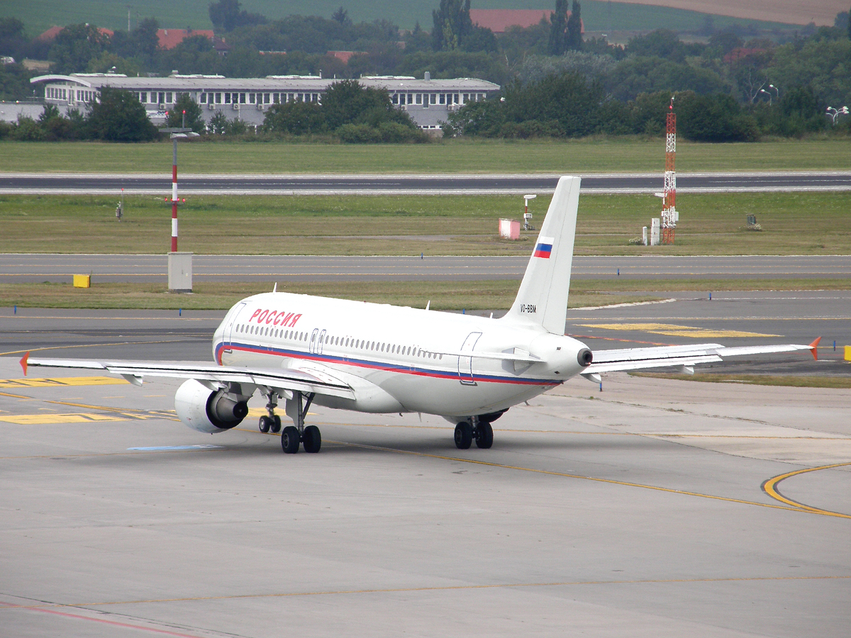 A320-214 Rossiya - Russian Airlines VQ-BBM Prague_Ruzyne August_22_2009