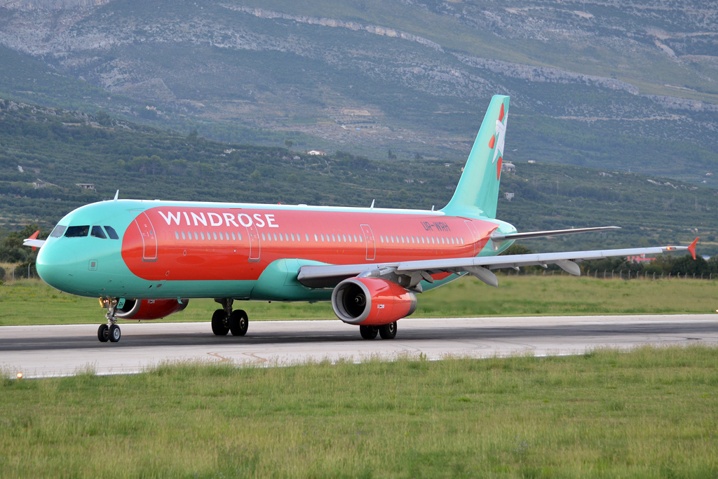 A321-231 Wind Rose Aviation UR-WRH Split_Resnik (SPU/LDSP) August_6_2011