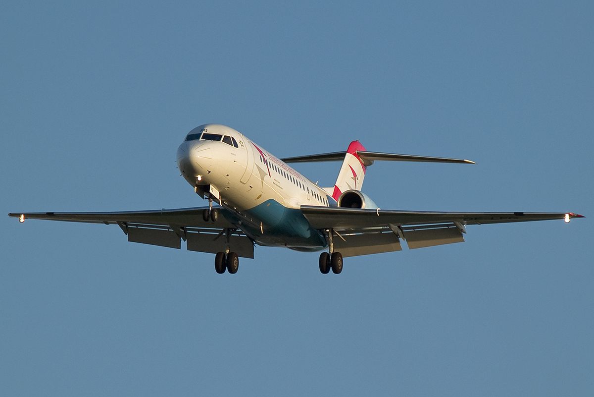 Fokker 70 (F-28-0070) Austrian Arrows (Tyrolean Airways) OE-LFG Wien_Schwechat April_8_2007