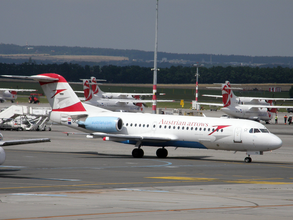 Fokker 70 (F-28-0070) Austrian Arrows (Tyrolean Airways) OE-LFH Prague_Ruzyne July_28_2010