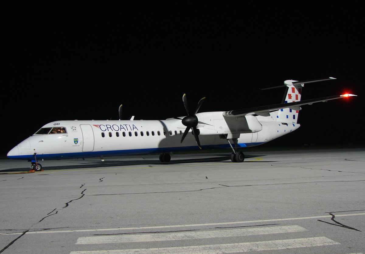 DHC-8-402Q Dash 8 Croatia Airlines 9A-CQD Osijek_Klisa October_23_2010