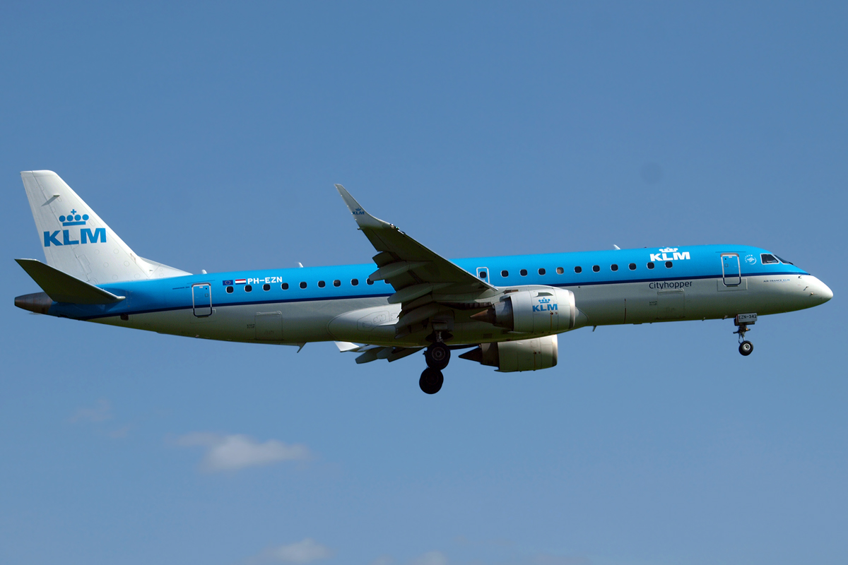 ERJ-190-100STD KLM Cityhopper PH-EZN  Zagreb_Pleso April_25_2015