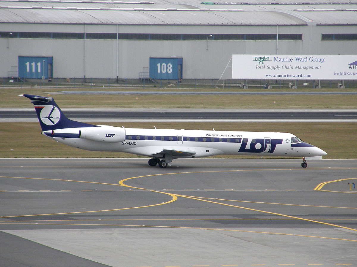 ERJ-145MP LOT Polish Airlines SP-LGO Prague_Ruzyne (PRG/LKPR) October_28_2009