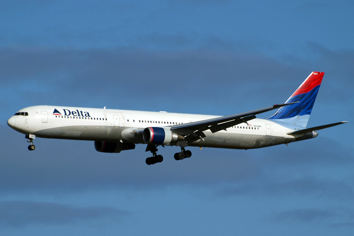 B767-432/ER Delta Air Lines N829MH London_Heathrow November_10_2010