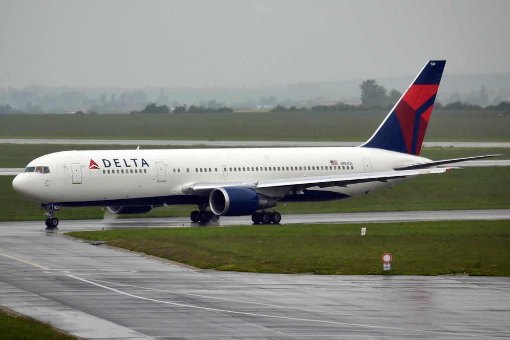 B767-3P6/ER Delta Air Lines N154DL Prague_Ruzyne (PRG/LKPR) June_01_2013
