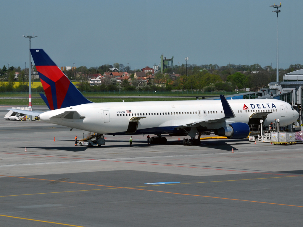 B767-332/ER Delta Air Lines N195DN Prague_Ruzyne (PRG/LKPR) April_28_2012