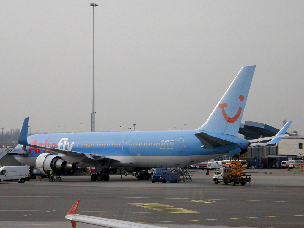 B767-304/ER ArkeFly (TUI Airlines Nederland) PH-OYI Amsterdam_Schiphol March_12_2011