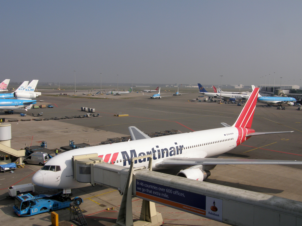 B767-31A/ER Martinair PH-MCM Amsterdam_Schiphol March_16_2011