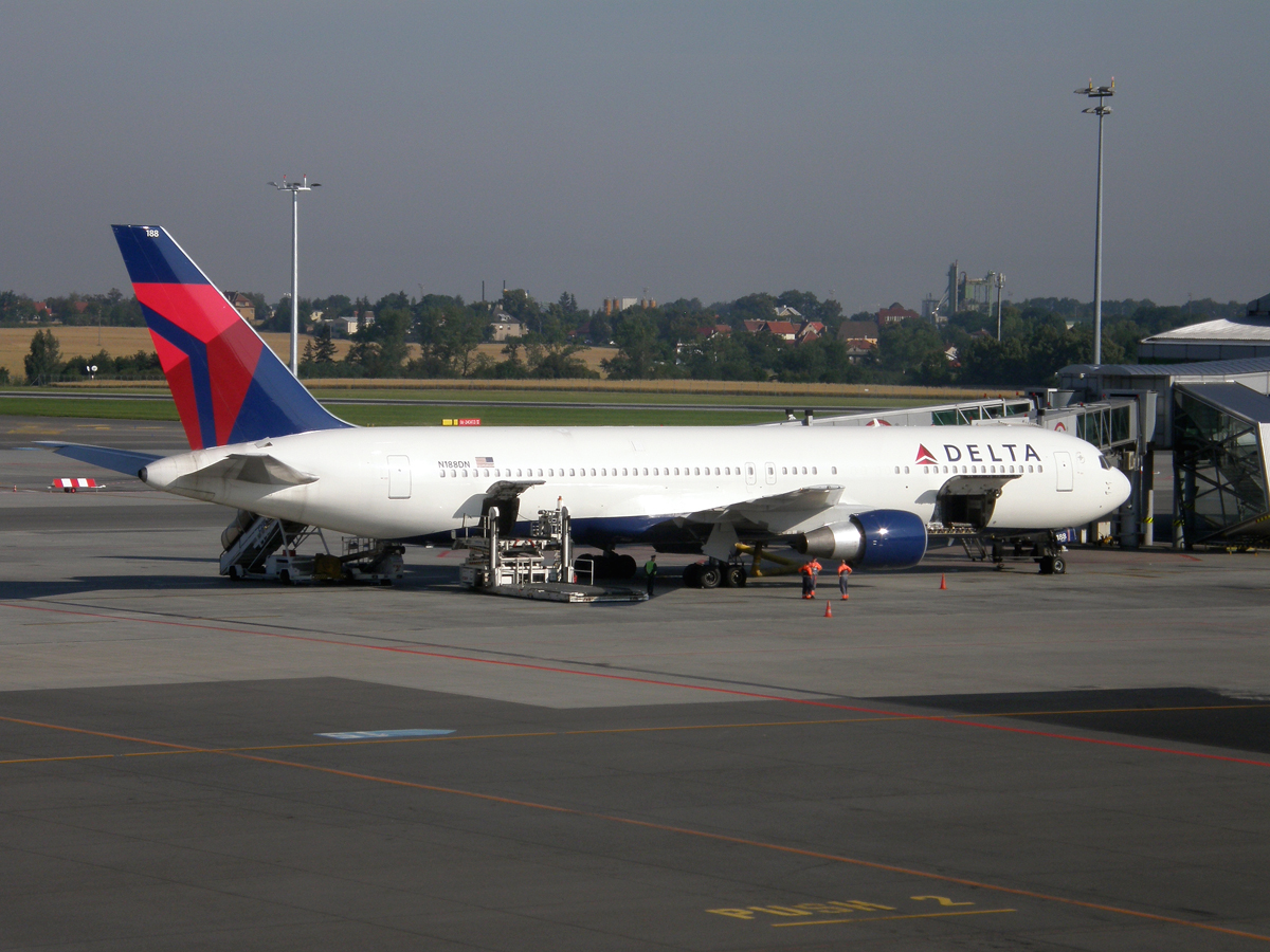 B767-332/ER Delta Air Lines N188DN Prague_Ruzyne July_29_2009