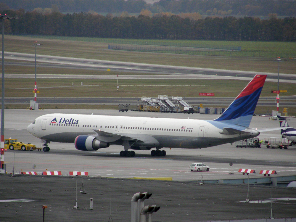 B767-332/ER Delta Air Lines N1603 Prague_Ruzyne October_28_2009