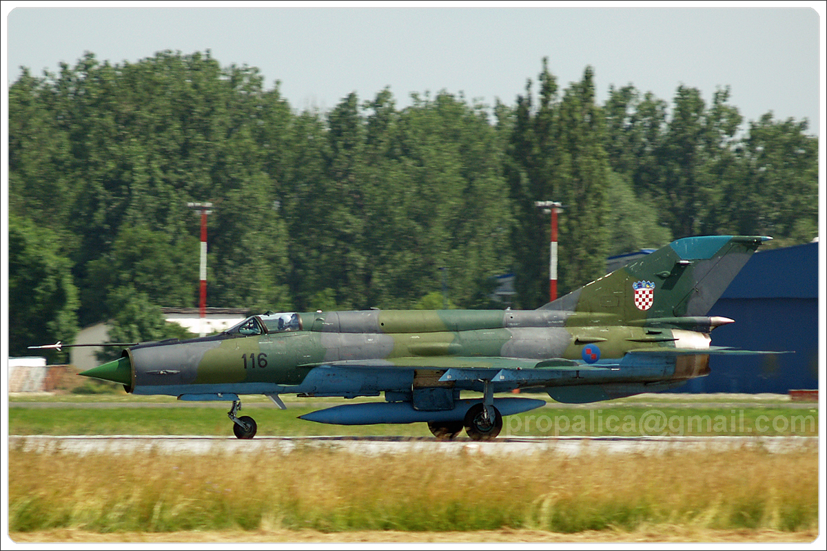 MiG-21bisD Croatia Air Force 122 Zagreb_Pleso (ZAG/LDZA) June_24_2006