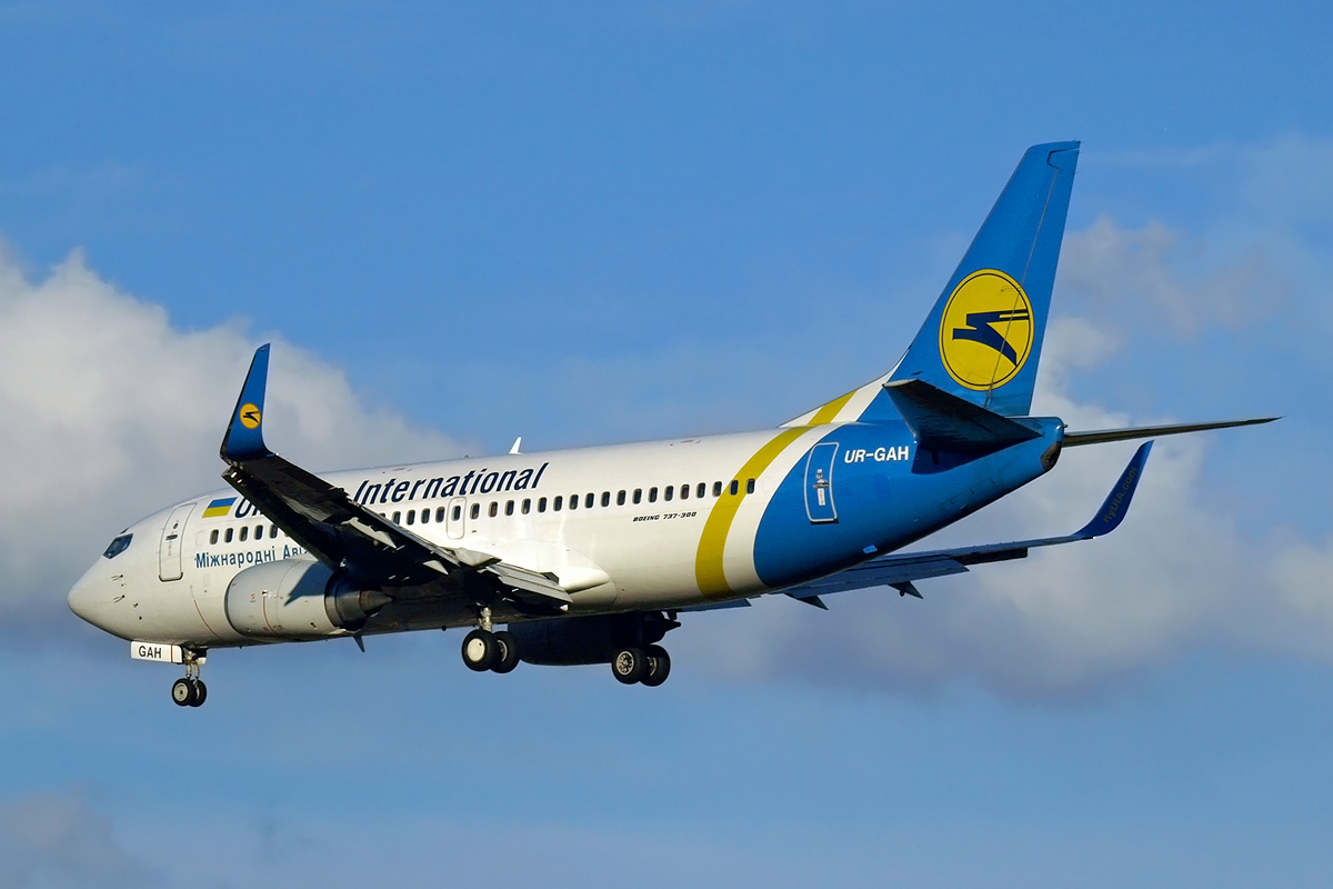 B737-32Q Ukraine International Airlines UR-GAH Split_Resnik August_9_2008