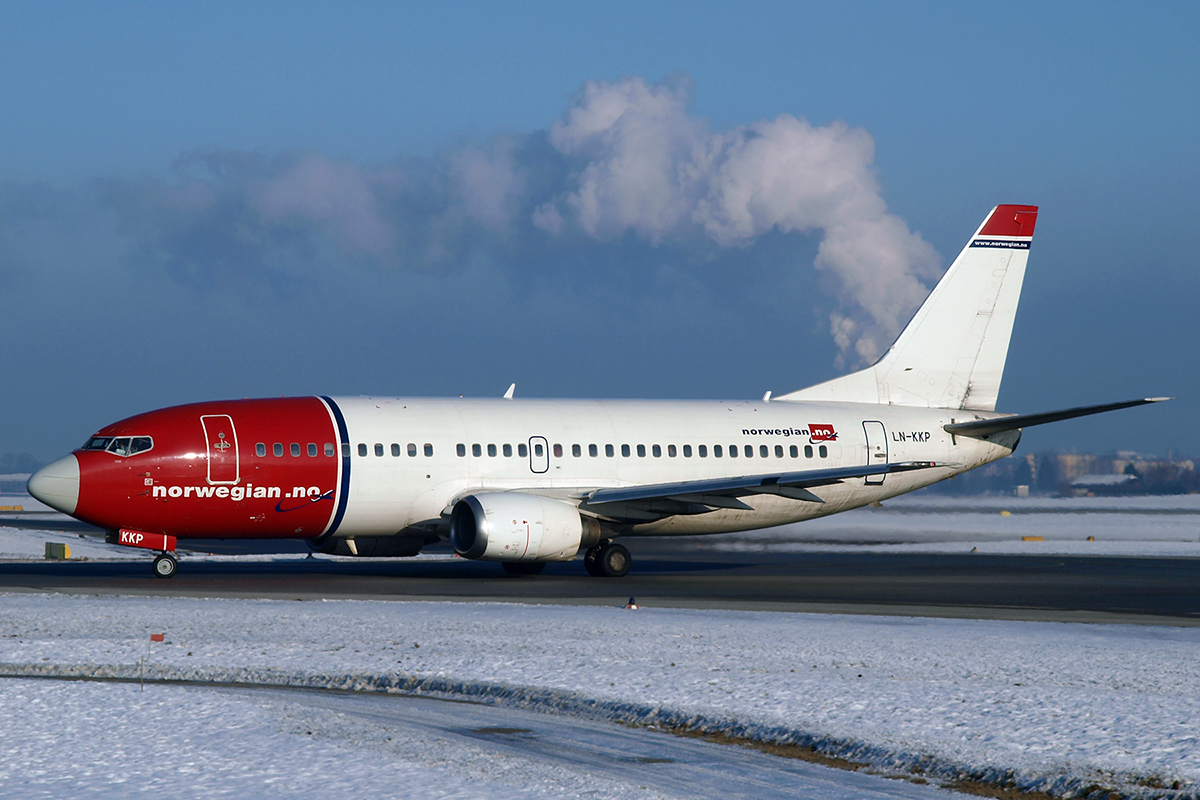 B737-3M8 Norwegian Air Shuttle LN-KKP Salzburg January_16_2010