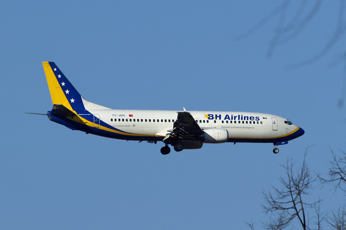 B737-4Y0 BH Airlines TC-JDH Sarajevo_Butmir April_3_2010