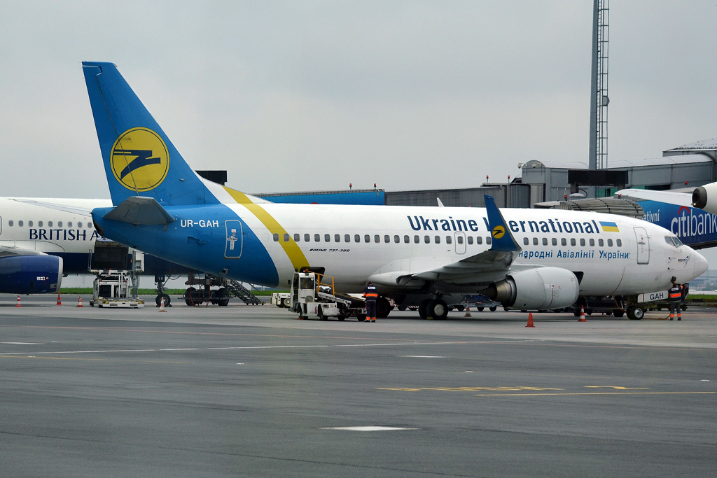 B737-32Q Ukraine International Airlines UR-GAH Prague_Ruzyne (PRG/LKPR) April_28_2013