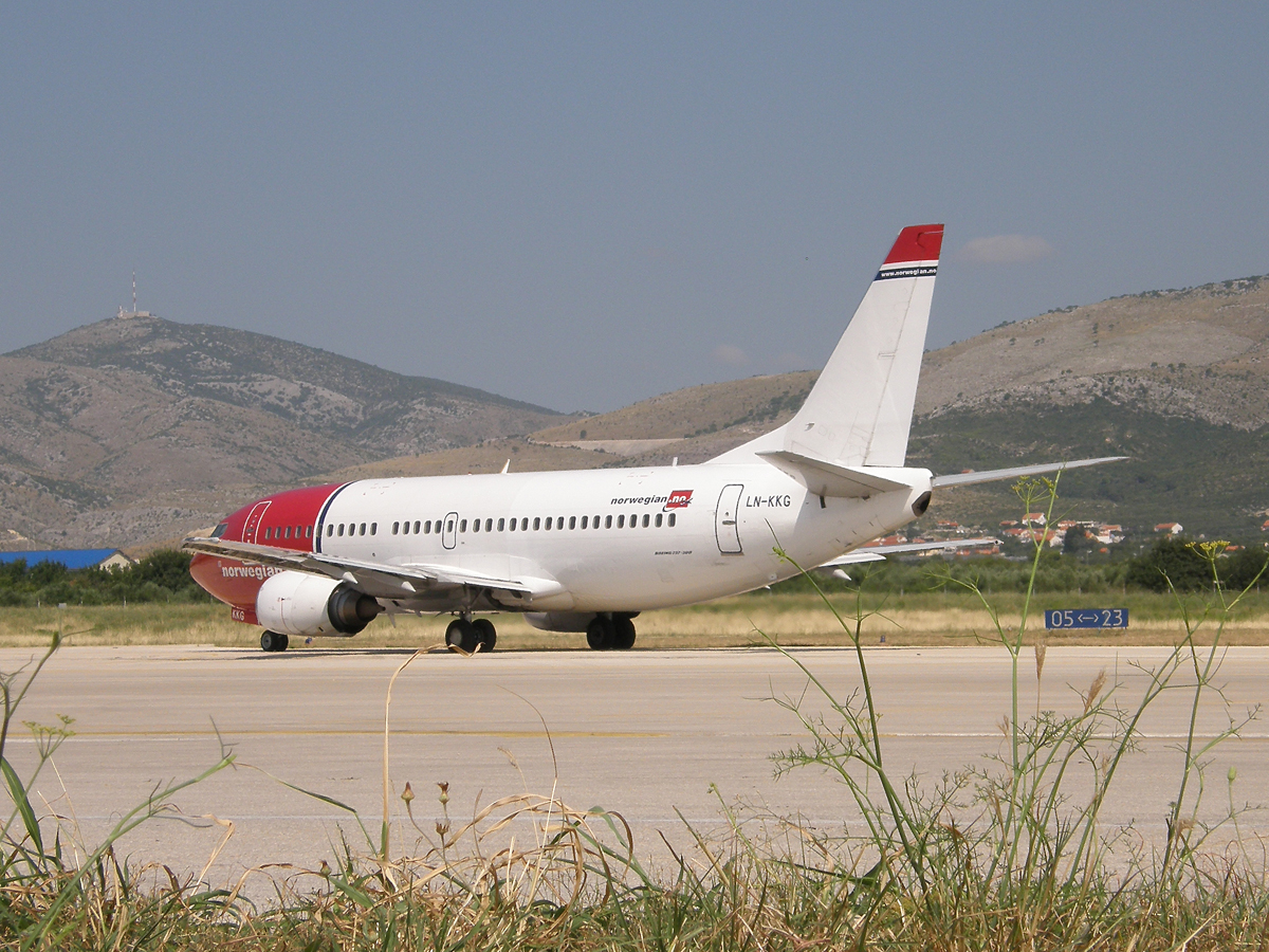 B737-3K2 Norwegian Air Shuttle LN-KKG Split_Resnik August_08_2009