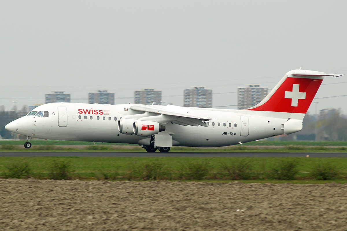 Avro 146-RJ100 Swiss International Air Lines HB-IXV Amsterdam Schiphol April_20_2006