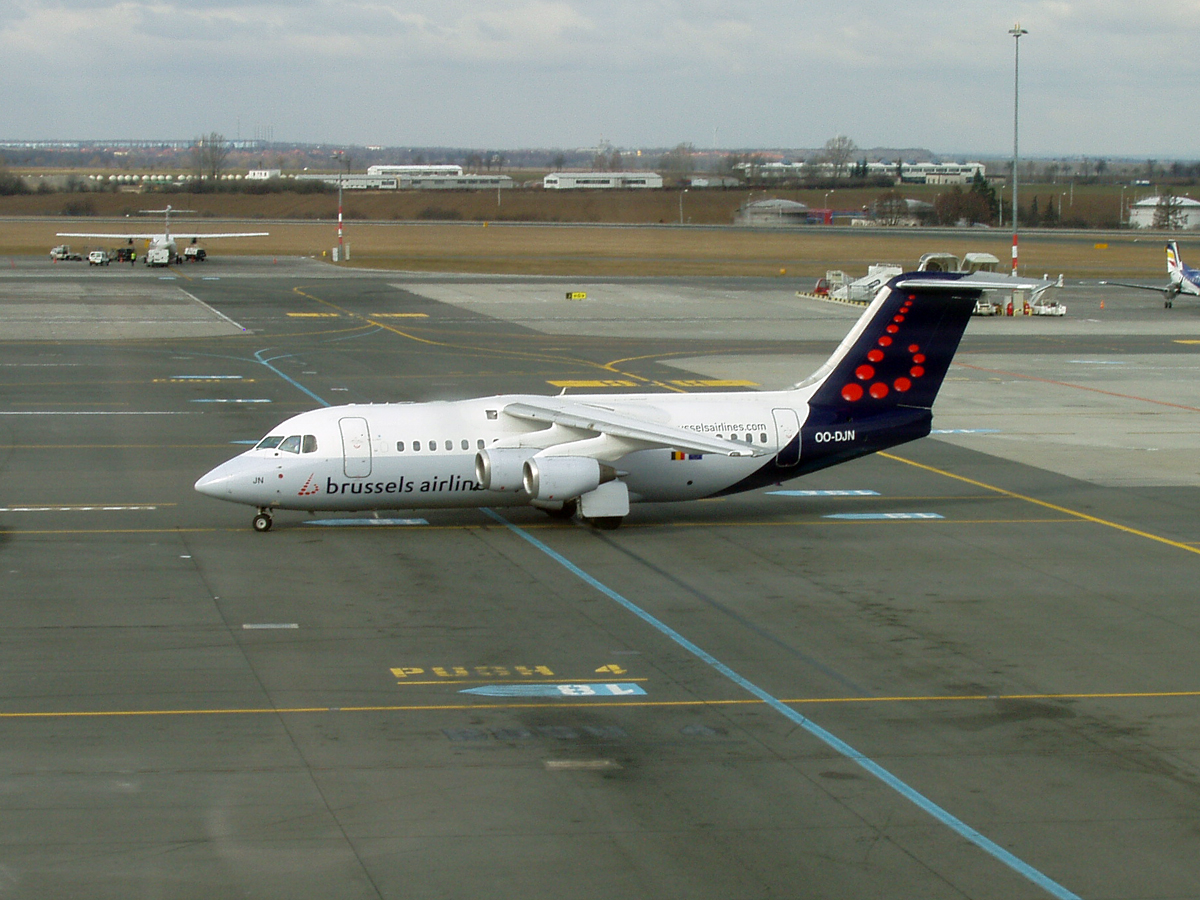 Avro 146-RJ85 Brussels Airlines OO-DJN Prague_Ruzyne February_14_2008
