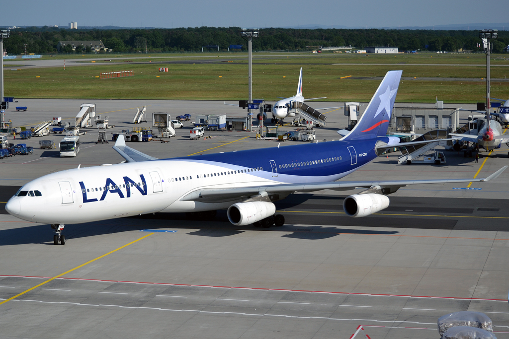 A340-313X LAN Airlines CC-CQC Frankfurt_Main (FRA/EDDF) May_26_2012