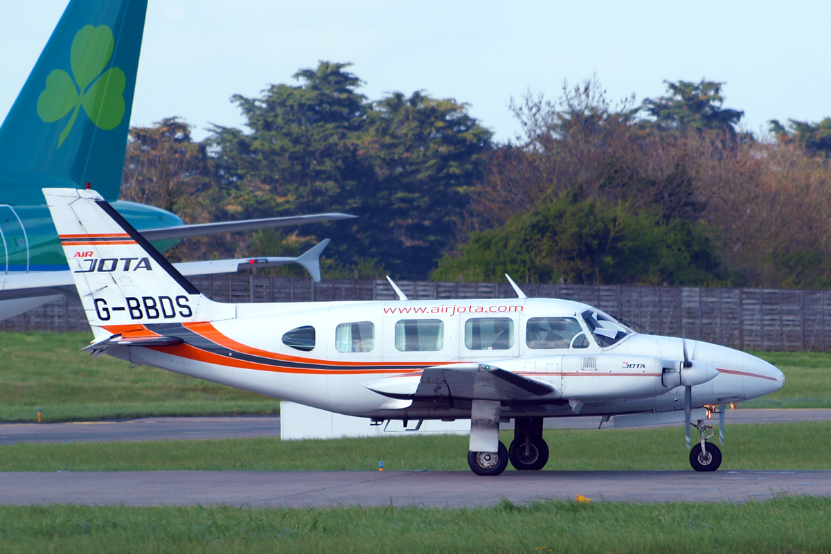Piper PA-31-310 Turbo Navajo B Jota Aircraft Leasing G-BBDS Dublin_Collinstown April_14_2009