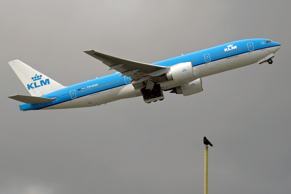 B777-206/ER KLM - Royal Dutch Airlines PH-BQE Amsterdam_Schiphol April_24_2008
