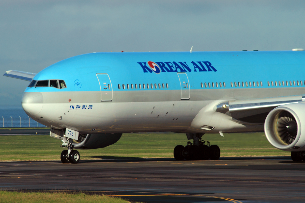 B777-2B5/ER Korean Air HL7766 Auckland May_17_2010
