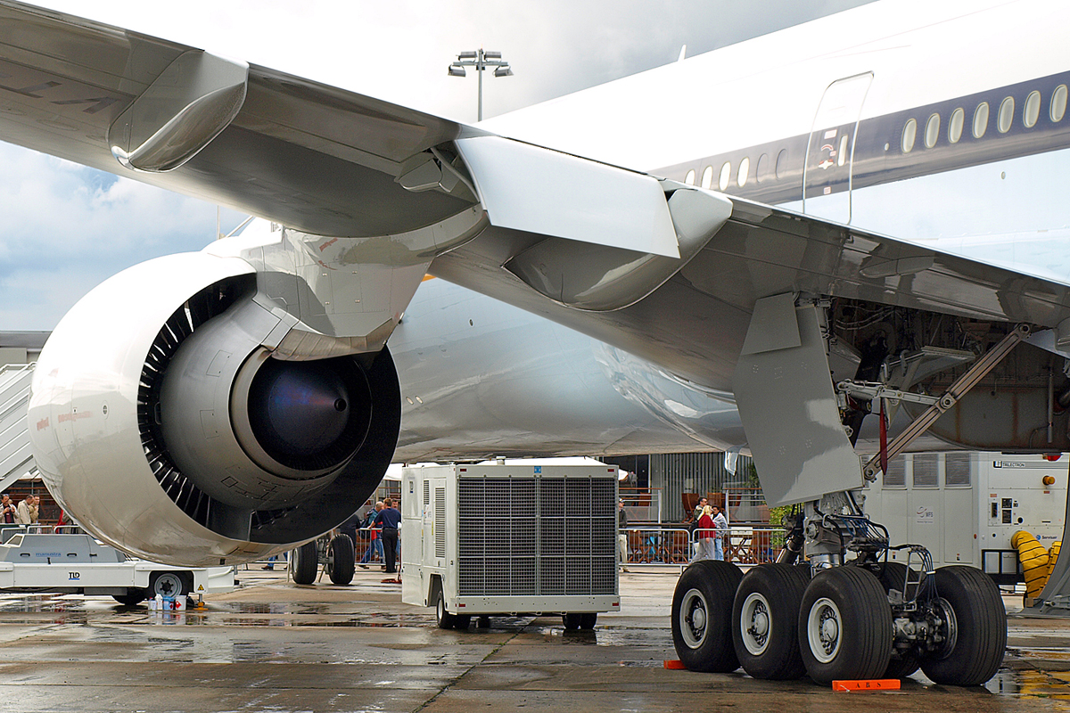 B777-35R/ER Jet Airways VT-JEB Paris_Le_Bourget June_22_2007 A