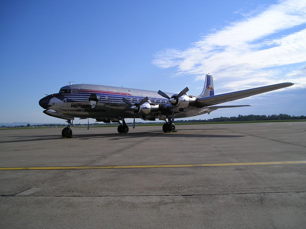 Douglas DC-6B Red Bull N996DM Zagreb_Pleso May_18_2007