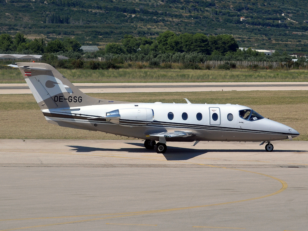 Raytheon Hawker 400XP Private OE-GSG Split_Resnik (SPU/LDSP) August_14_2011
