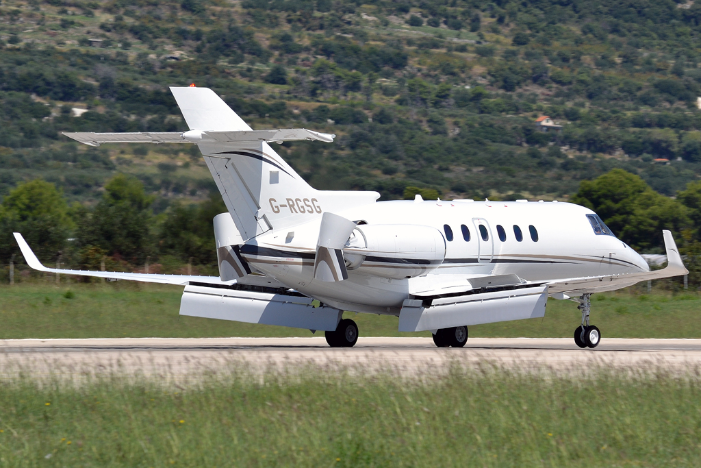 Hawker Beechcraft 900XP Private G-RGSG Split_Resnik (SPU/LDSP) August_6_2011