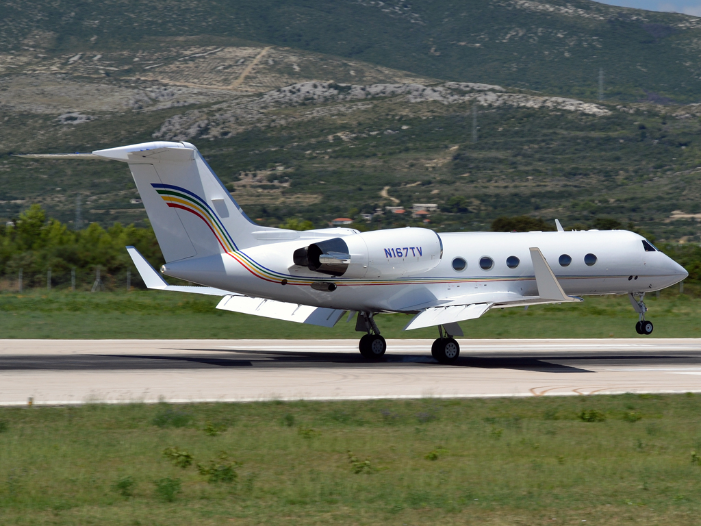 Gulfstream G-IV Untitled N167TV Split_Resnik (SPU/LDSP) August_6_2011