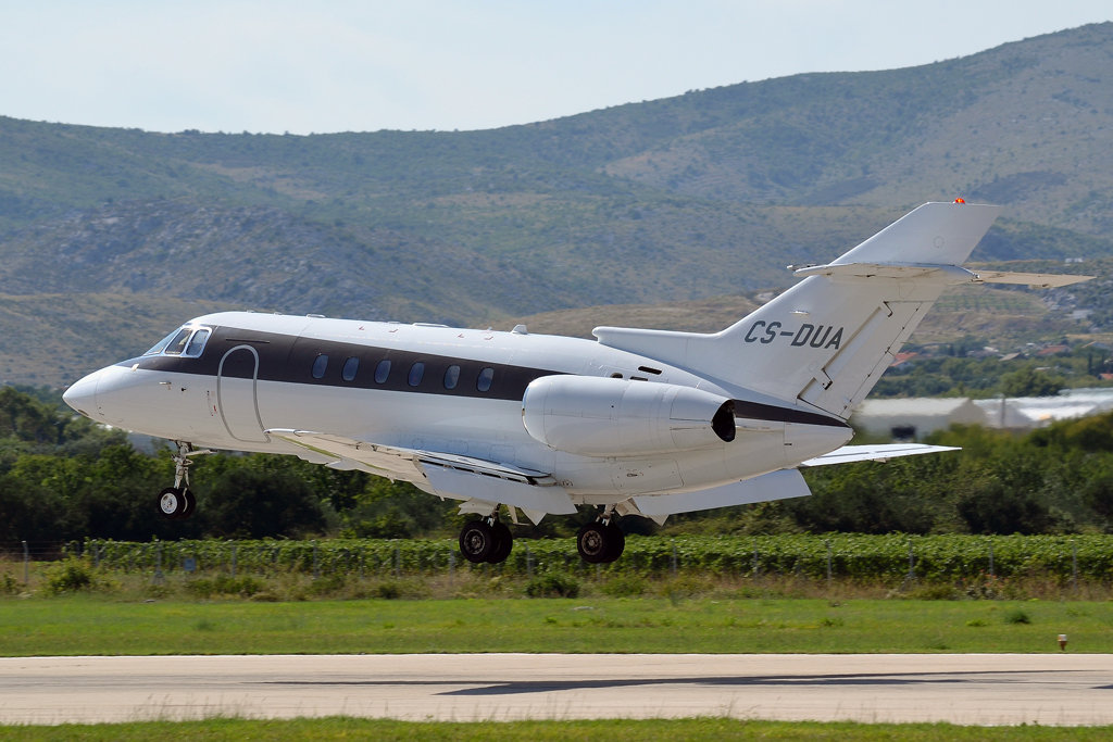 Hawker Beechcraft 750 NetJets CS-DUA Split_Resnik (SPU/LDSP) August_6_2011