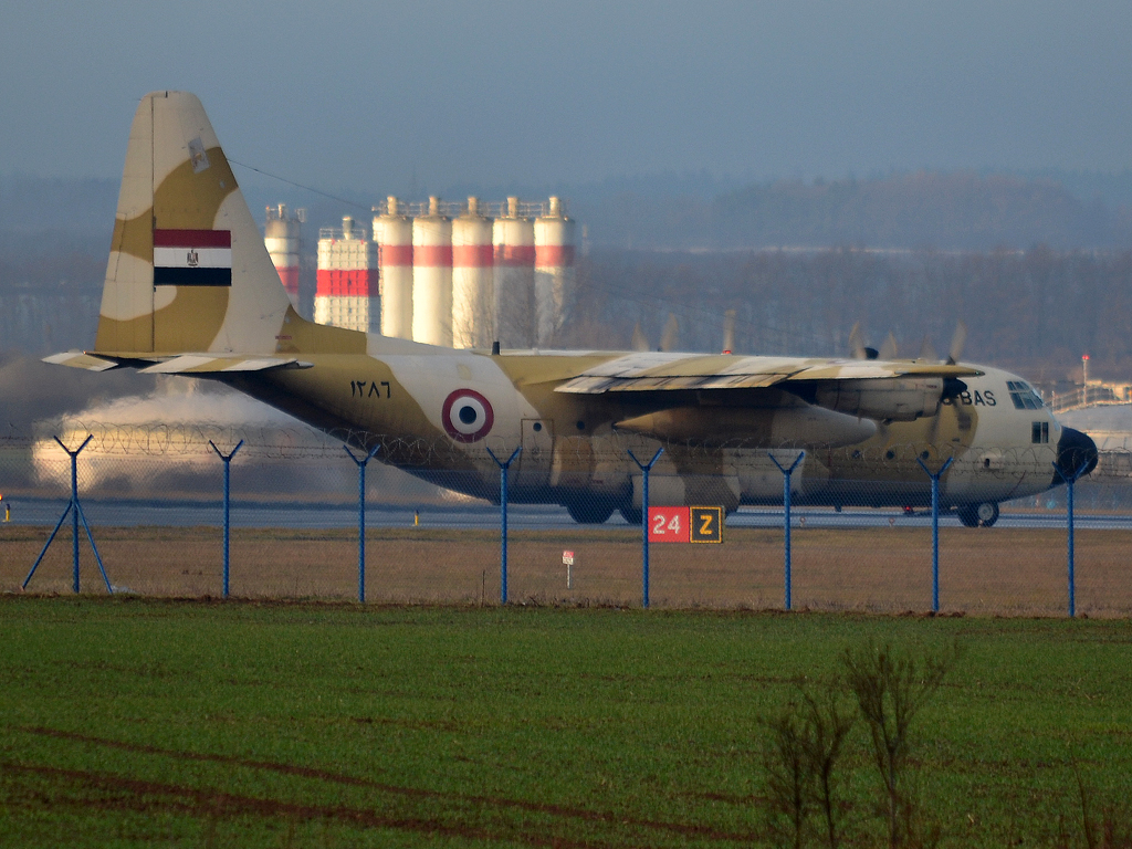 Lockheed C-130H Hercules (L-382) Egypt Air Force SU-BAS (1286) Prague_Ruzyne (PRG/LKPR) December_23_2011