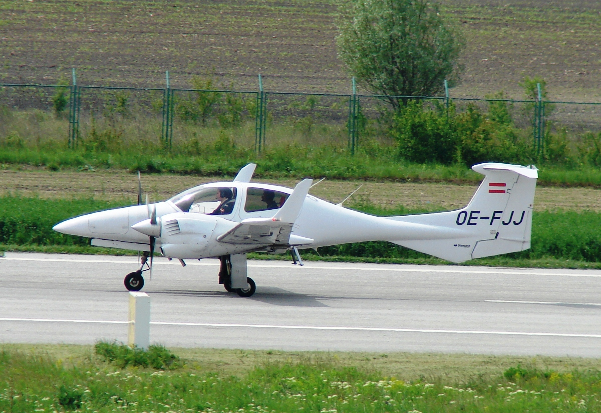 Diamond DA-42-180 Twin Star OE-FJJ Untitled Osijek-Klisa (OSI/LDOC) May_06_2009